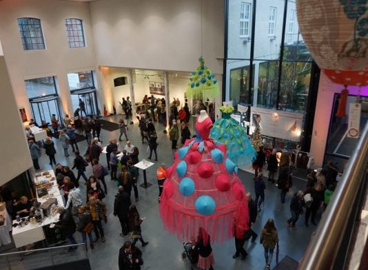 2016 Foto Wolfgang Hauck Augsburg tim Ausstellung Der Rote Faden
